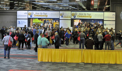 people entering 2019 conference and expo
